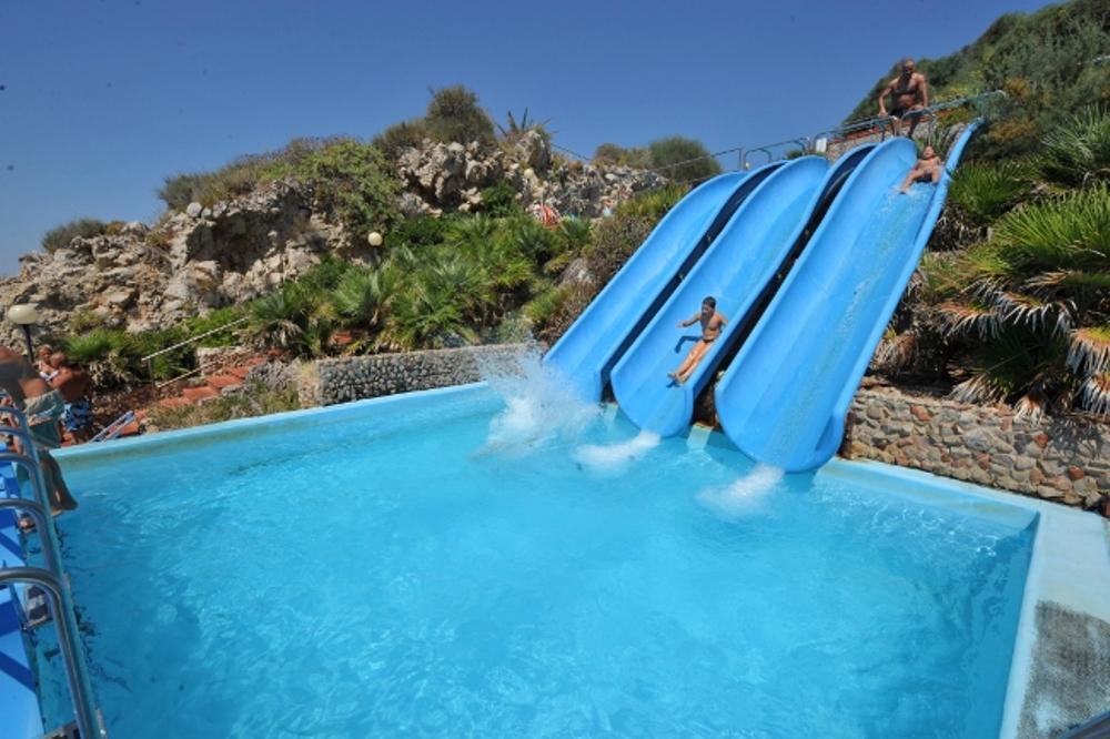 piscine-e-toboggan-village-experience-citta-del-mare-vista-toboggan