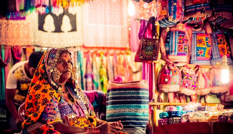 Картинки по запросу ночной рынок сувениров гоа